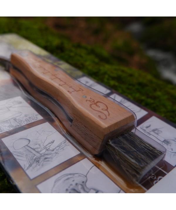 Cutit tip brisca de cules ciuperci - pentru ciupercarit - detaliu maner de lemn si periuta de curatat